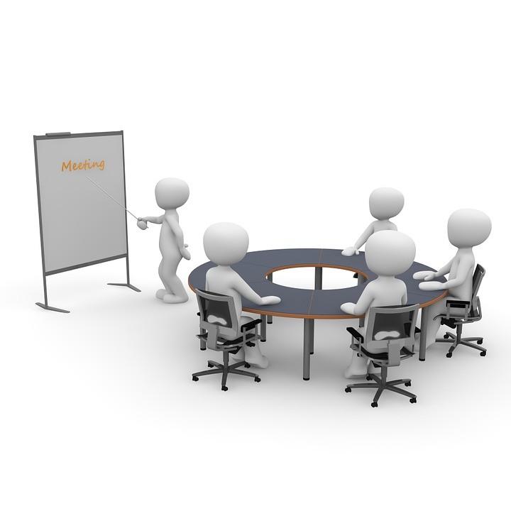 Dummies um einen Tisch im Meeting