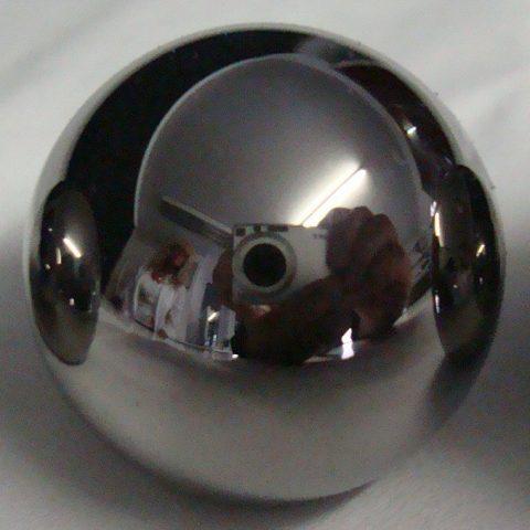 Stahlkugel hochglanz mit Reflexion