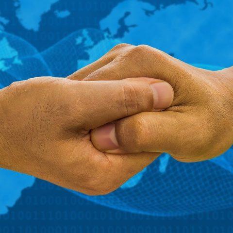 Hände, die sich greifen